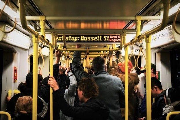 Claustrofobia en el metro, un lugar cerrado, pequeño y con mucha gente